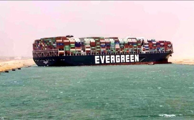 Nava Ever Givern blocând canalul Suez, 24 martie 2021