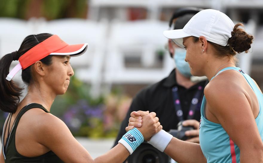 Jucătoarea australiană Ashleigh Barty şi japoneza Misaki Doi la turneul WTA de la Charleston.