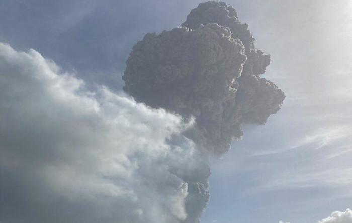Vulcanul La Soufrière, Caraibe
