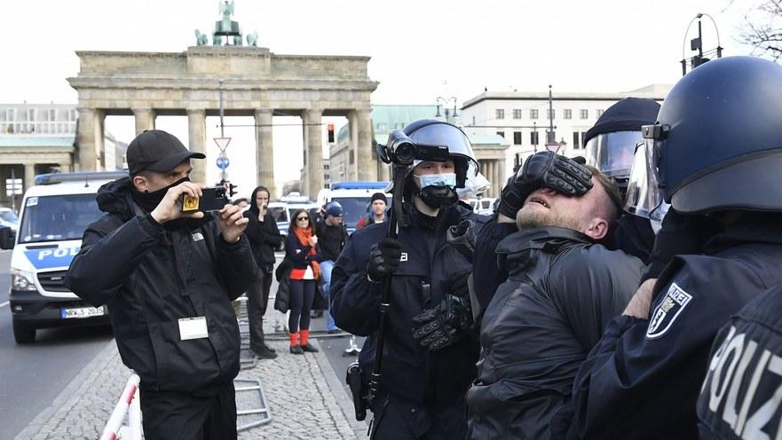 Proteste la Berlin împotriva restricţiilor anti-COVID