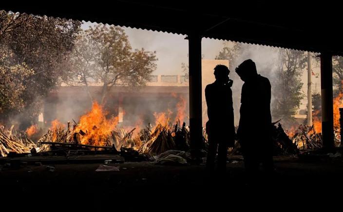 Crematorii în aer liber în India, 24 aprilie 2021, New Delhi