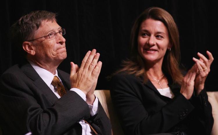 Regele vaccinurilor şi fost fondator al gigantului Microsoft - Bill Gates - împreună cu Melinda Gates, octombrie 2010