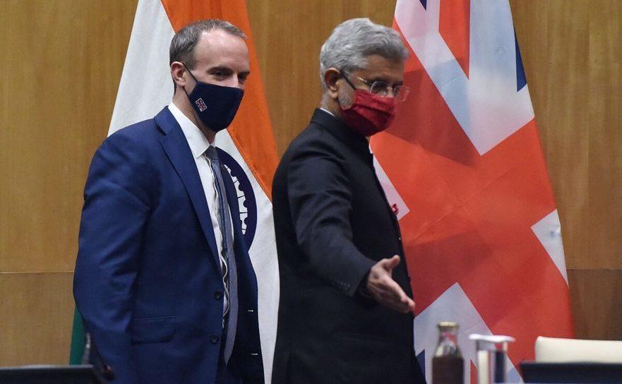 Ministrul indian de Externe, Subrahmanyam Jaishankar împreună cu omologul său britanic Dominic Raab, 15 decembrie 2020 în New Delhi.