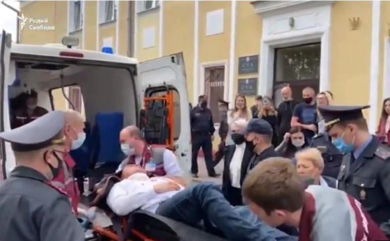 Stepan Latipau, dus la spital cu o ambulanţă