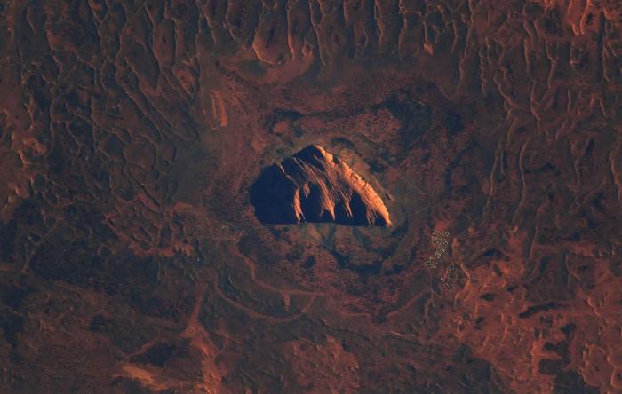 Uluru văzută de pe Staţia Spaţială Internaţională