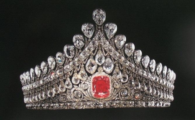 Diadema cu marele diamant roz