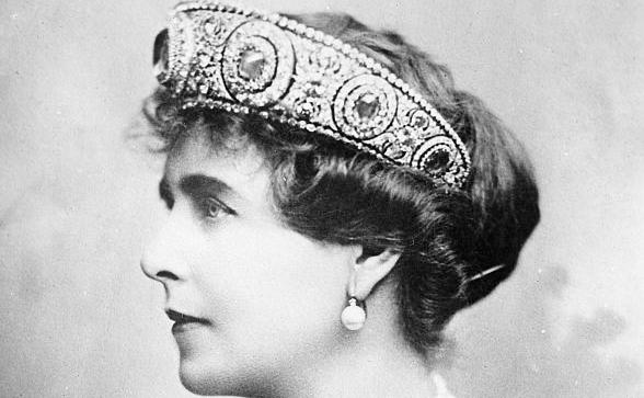 Regina Maria a României cu tiara de safir