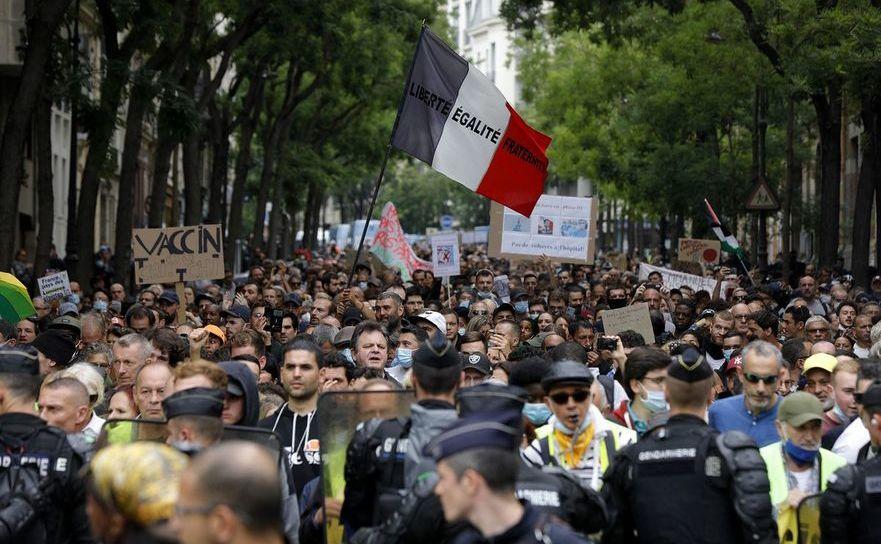Peste 100 de mii de persoane protestează împotriva vaccinării obligatorii în Franţa