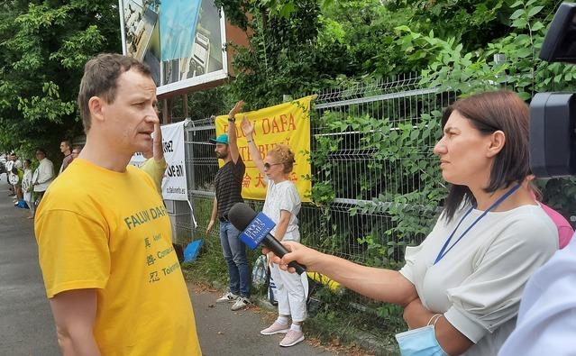 Protest împotriva persecuţiei Falun Gong din China
