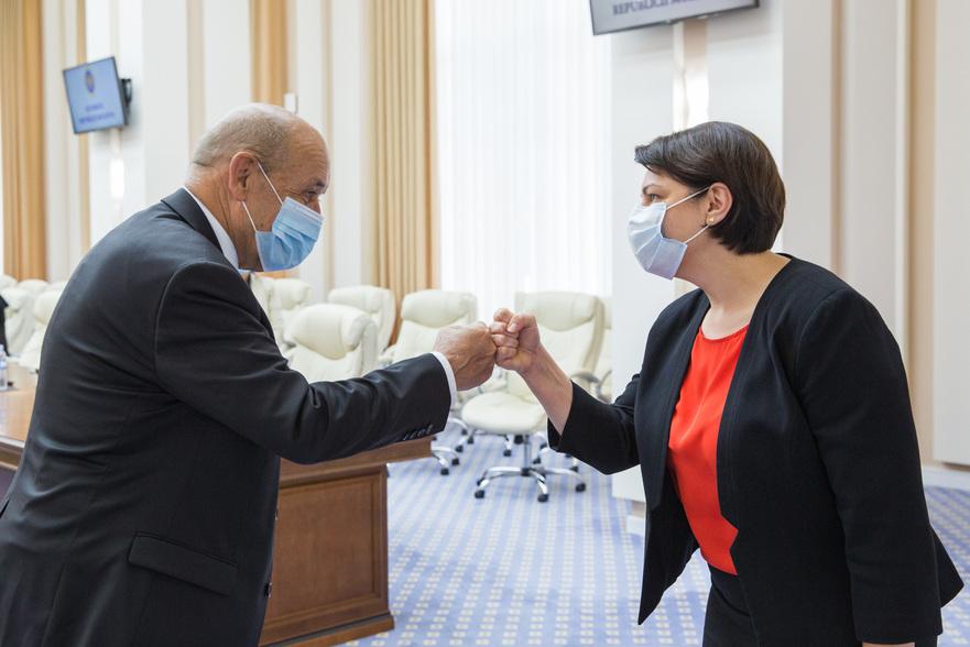 Ministrul Europei şi Afacerilor Externe al Republicii Franceze, Jean Yves Le Drian şi premierul RM, Natalia Gavriliţa