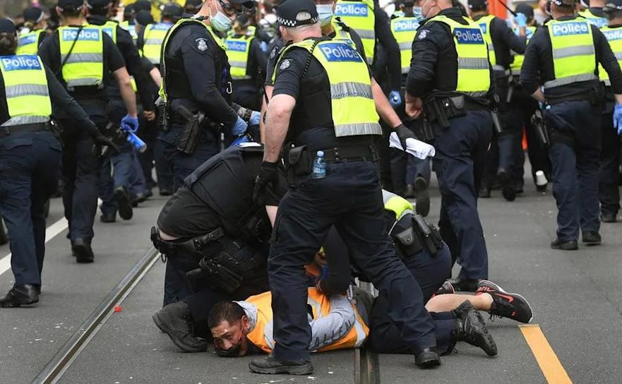 Protestele anti-restricţii din Melbourne au devenit violente, 18 septembrie 2021