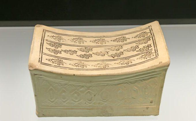 Pernă antică, din ceramică