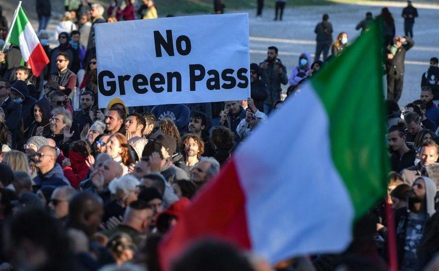 Proteste împotriva paşaportului de imunitate la Roma, 15 octombrie 2021 la Circo Massimo